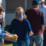 Volunteers ease pain of long voting lines